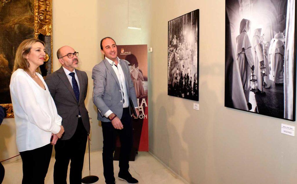 El consejero de Cultura y Turismo, Javier Ortega Álvarez, inauguró en Madrid la Exposición de Fotografía de Semana Santa de Castilla y León.