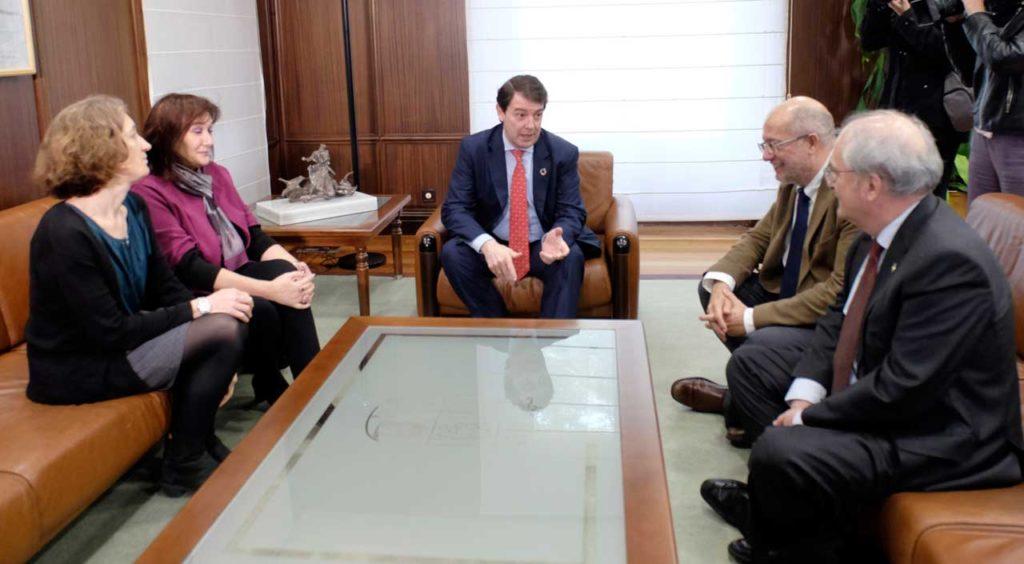 Fernández Mañueco e Igea se reunieron en la sede de la Junta con la vicepresidenta de la Comisión Europea y responsable de Democracia y Demografía, Dubravka Suica.