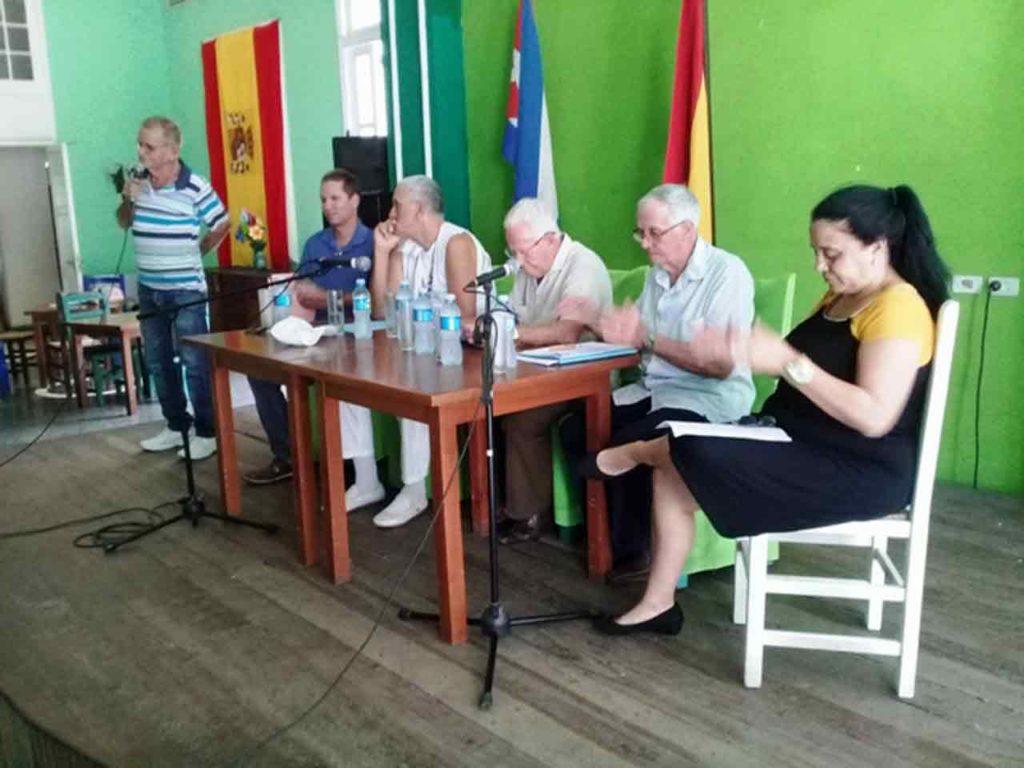 Jesús Martínez, funcionario del Ministerio de Cultura; Ángel Dagas, presidente; Rogelio Naranjo, tesorero; Cecilio Pérez, director y Maritza Spínola, contadora.