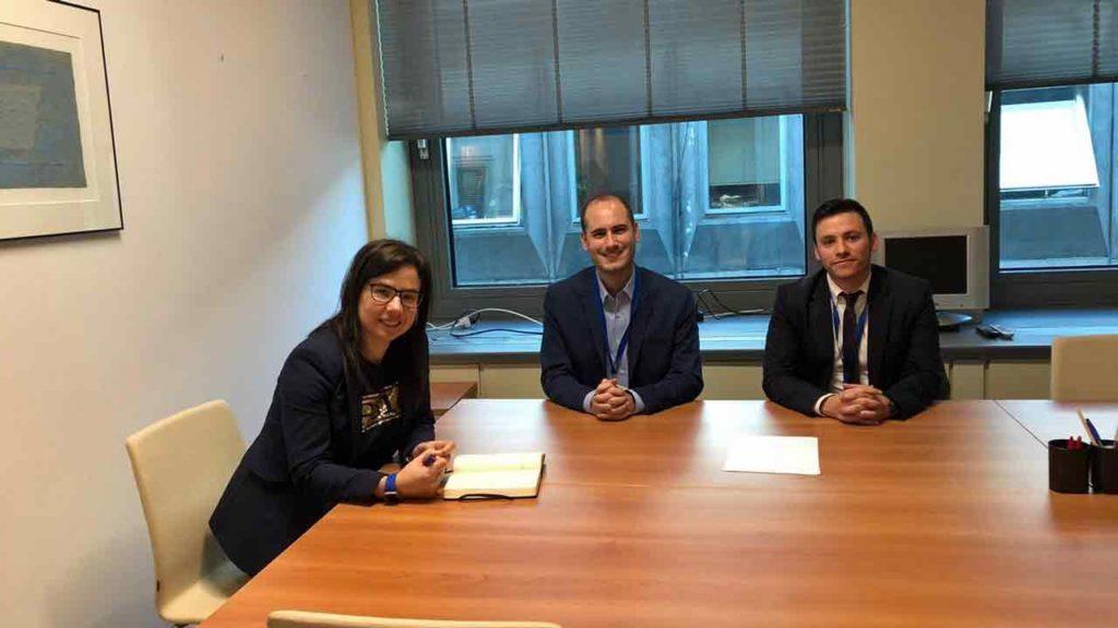 Ana Vázquez con Tomás Molina Petrocco y Danthe Menes.