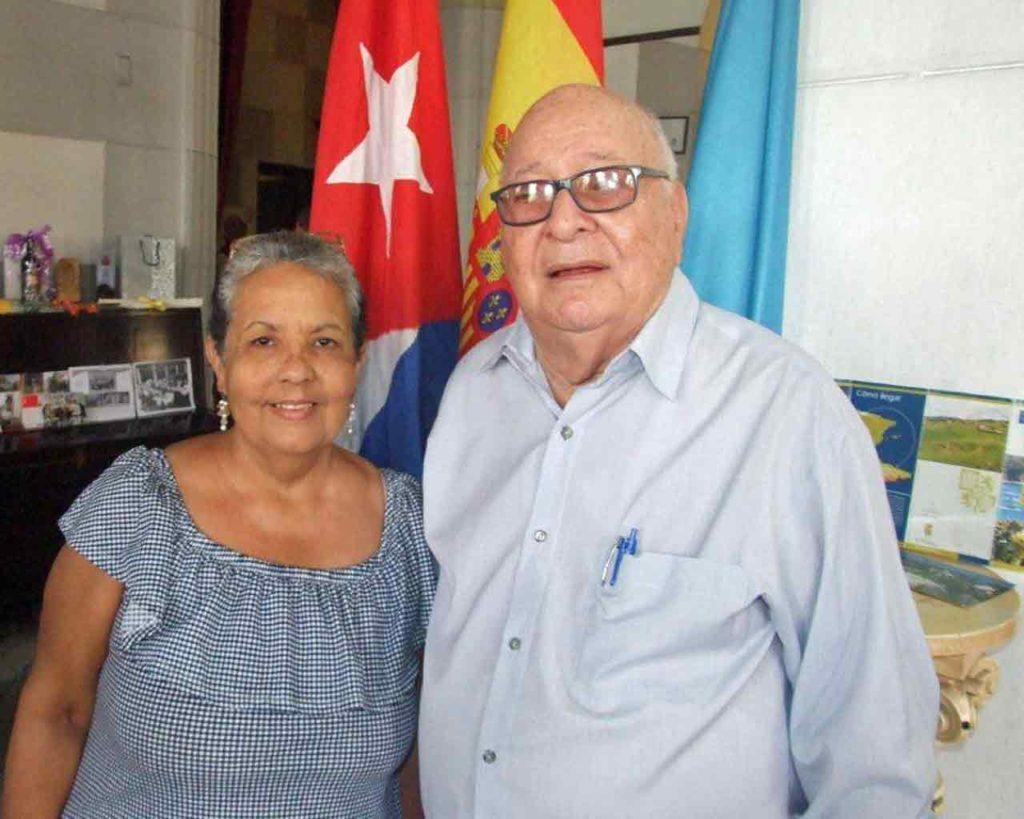 El presidente y la secretaria del Círculo Salense, Nelson Fernández y Ana Isabel Fernández.