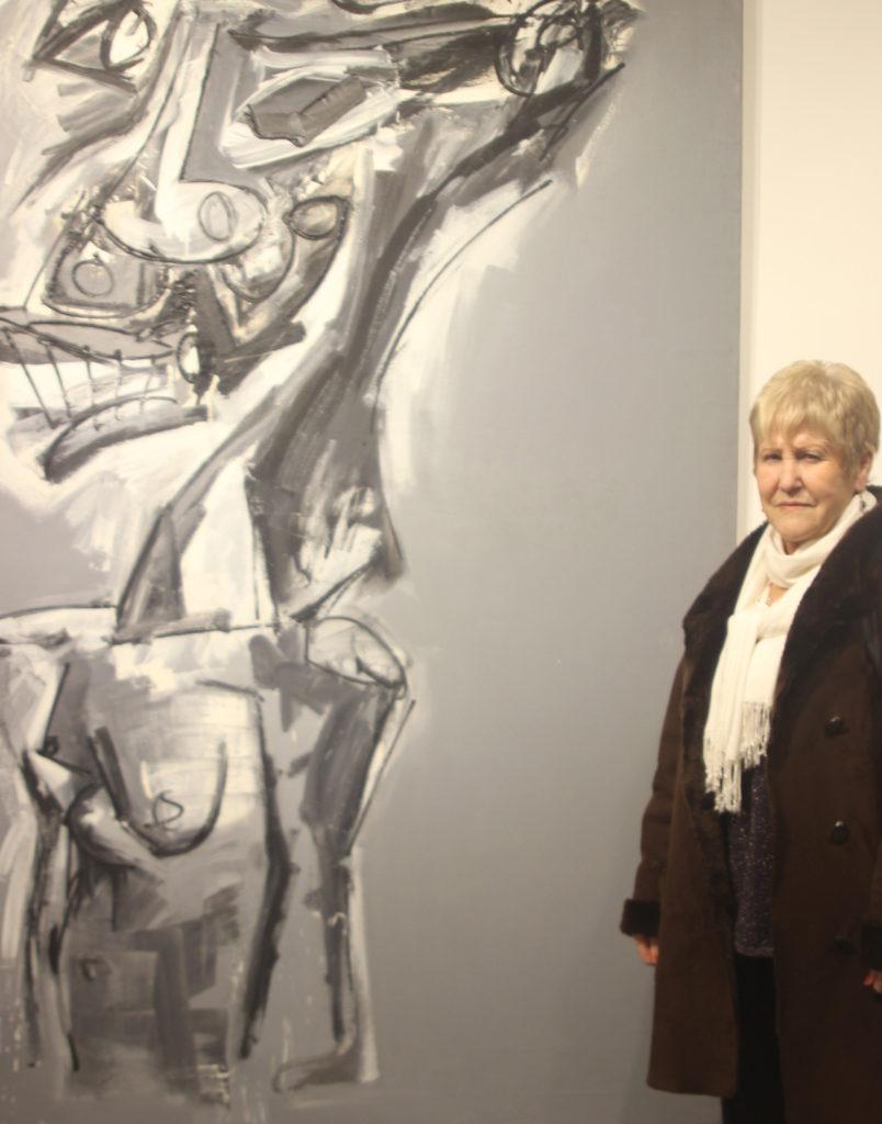 Aurora Arroyo visitando una exposición en París.