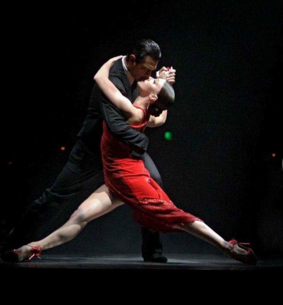 Daniel Boo con su compañera de baile en el show de «Señor Tango».