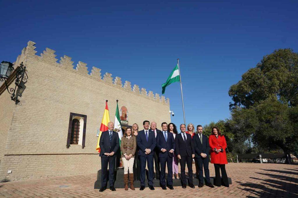 El Consejo de Gobierno de la Junta en el que se han aprobado los títulos por el Día de Andalucía se ha celebrado en el Museo de la Autonomía Andaluza, en Coria del Río (Sevilla).
