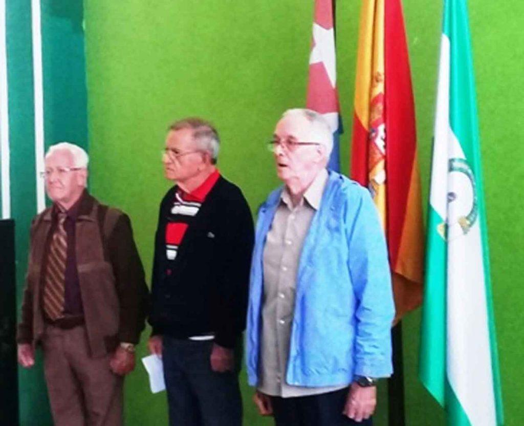 El tesorero Rogelio Naranjo (izda), el locutor Edel Morales (centro) y el director Cecilio Pérez (dcha).