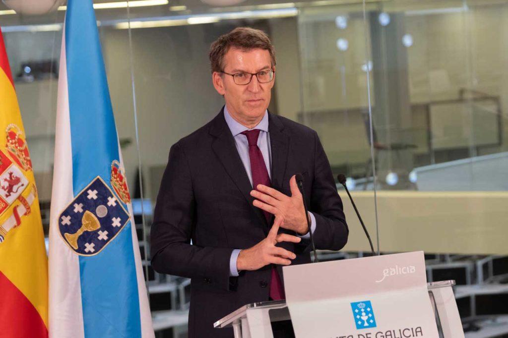 El titular del Gobierno gallego, Alberto Núñez Feijóo, en la rueda de prensa posterior a la reunión del Consello da Xunta celebrado en A Estrada.