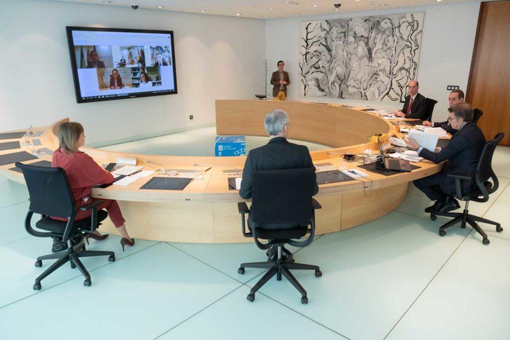 El Consello se celebró con la presencia del presidente de la Xunta y de varios conselleiros mientras otros estaban conectados por videoconferencia.