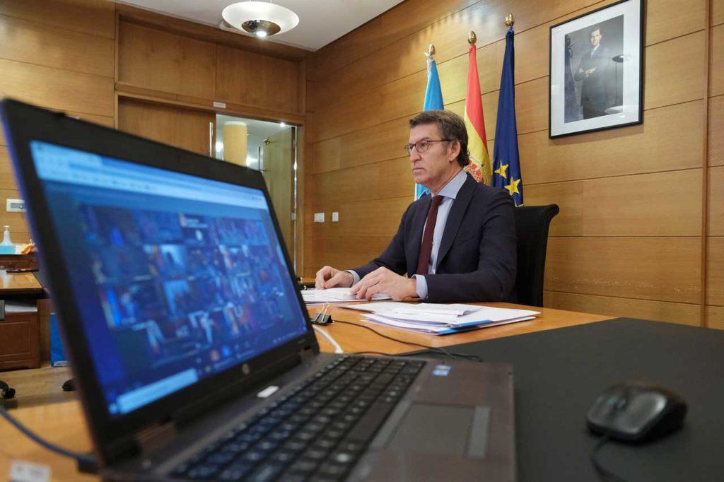 Núñez Feijóo, durante la videoconferencia con el presidente del Gobierno, Pedro Sánchez, y los demás presidentes autonómicos.