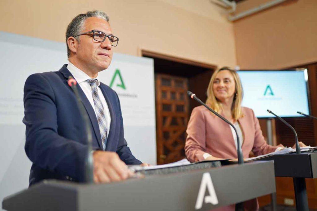 El consejero Elías Bendodo informó sobre los acuerdos del Consejo de Gobierno.