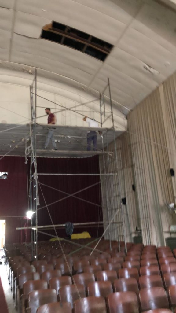 En el teatro, se debieron realizar tareas en el cielorraso y en el cortinado.