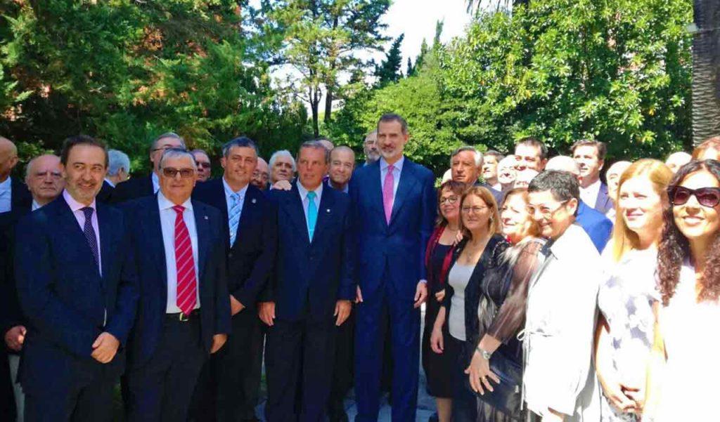 El Rey con los representantes de la colectividad española.