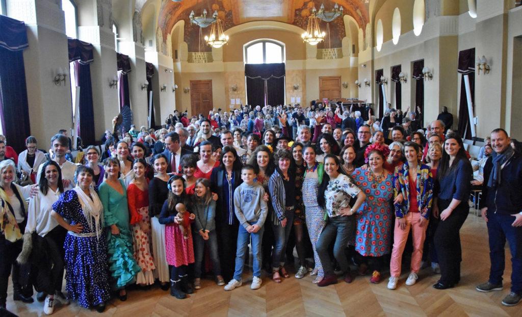Los asistentes con la alcaldesa Anne Hidalgo.