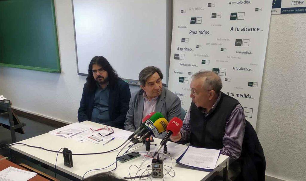 En el centro Juan Andrés Blanco y a su izquierda Carlos Pedrero en la presentación de los premiados.