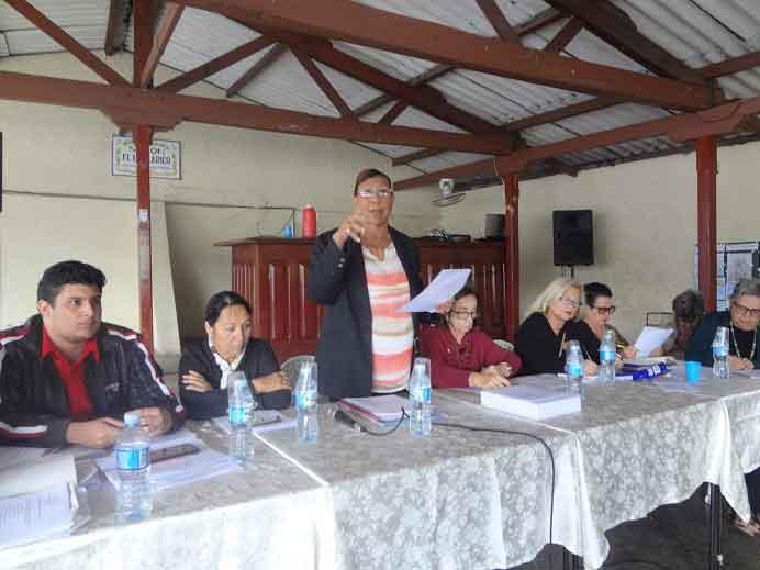 La presidenta del Centro Balear, Nieves A. Aguilera, y el resto de la junta directiva.