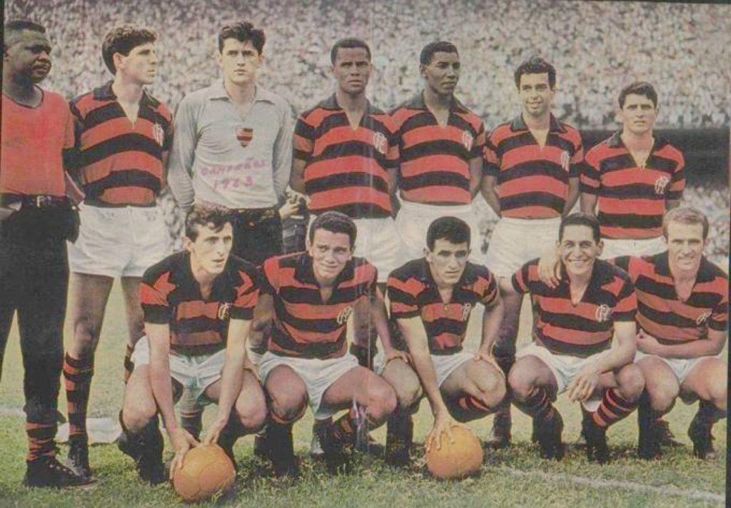 Ufarte (abajo, el primero por la izda), en una alineación del Flamengo de 1963.