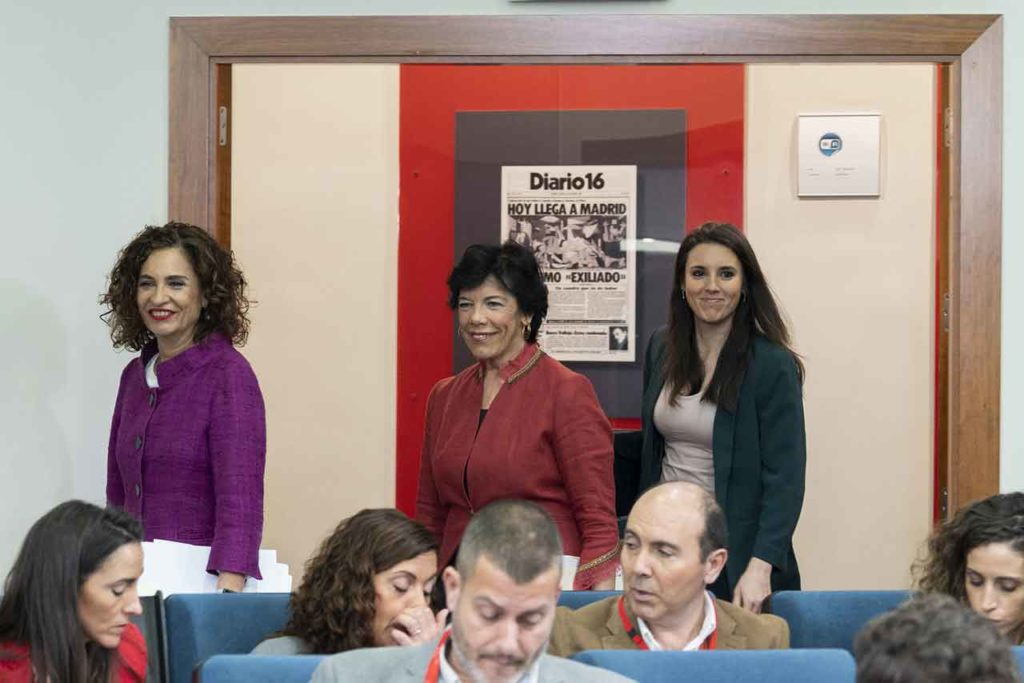 Las ministras Mª Jesús Montero, Isabel Celaá e Irene Montero llegan a la rueda de prensa posterior al Consejo de Ministros.