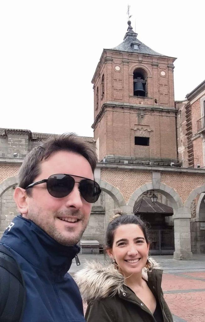 Juan Augusto Batán con su mujer durante una visita a Ávila.