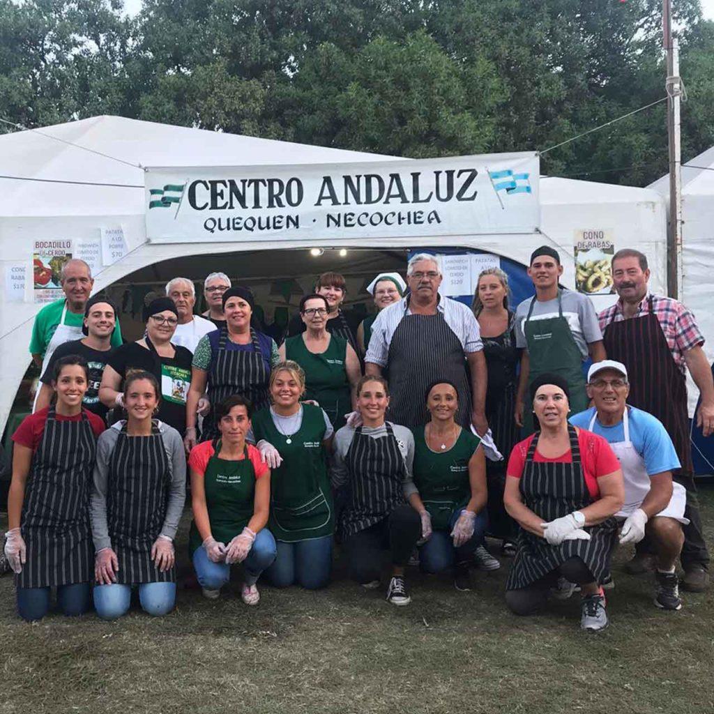 Miembros de la institución en la Feria de las Colectividades.