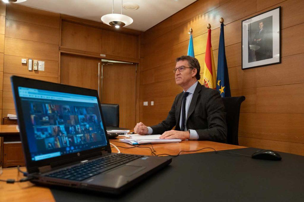 Núñez Feijóo, durante la reunión con el presidente del Gobierno central y los otros presidentes autonómicos.