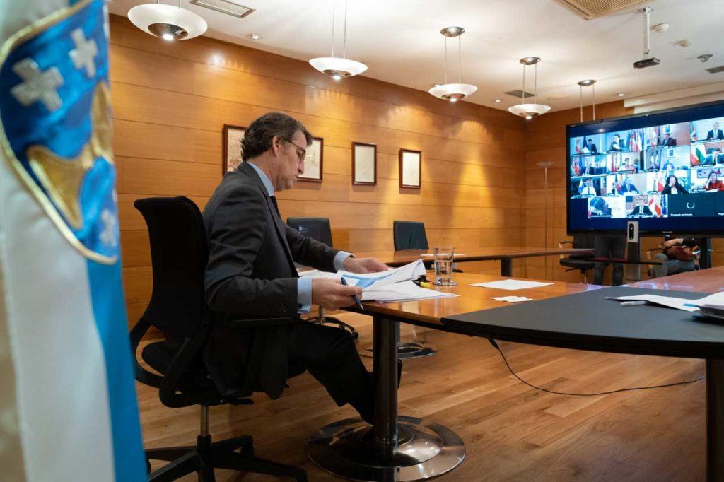 El presidente de la Xunta, Alberto Núñez Feijóo, en la videoconferencia con el Gobierno central y con los otros presidentes autonómicos.