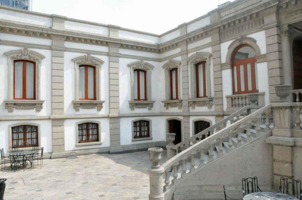 El Centro Gallego vacío.