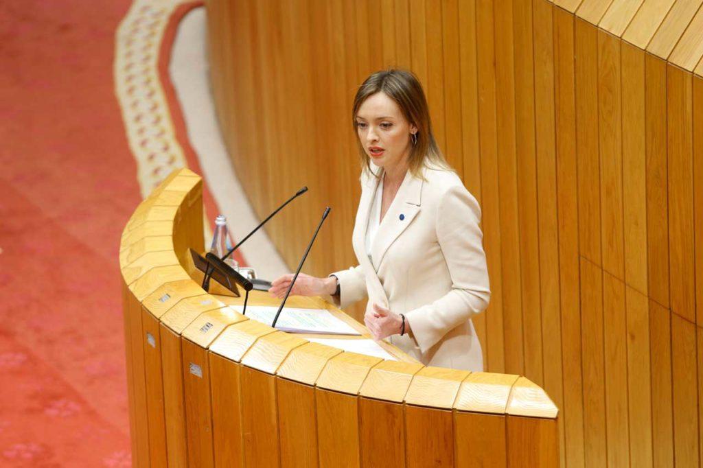 La conselleira de Política Social, Fabiola García, compareció en la Cámara gallega para informar sobre las medidas que adoptó su departamento para hacer frente al coronavirus.