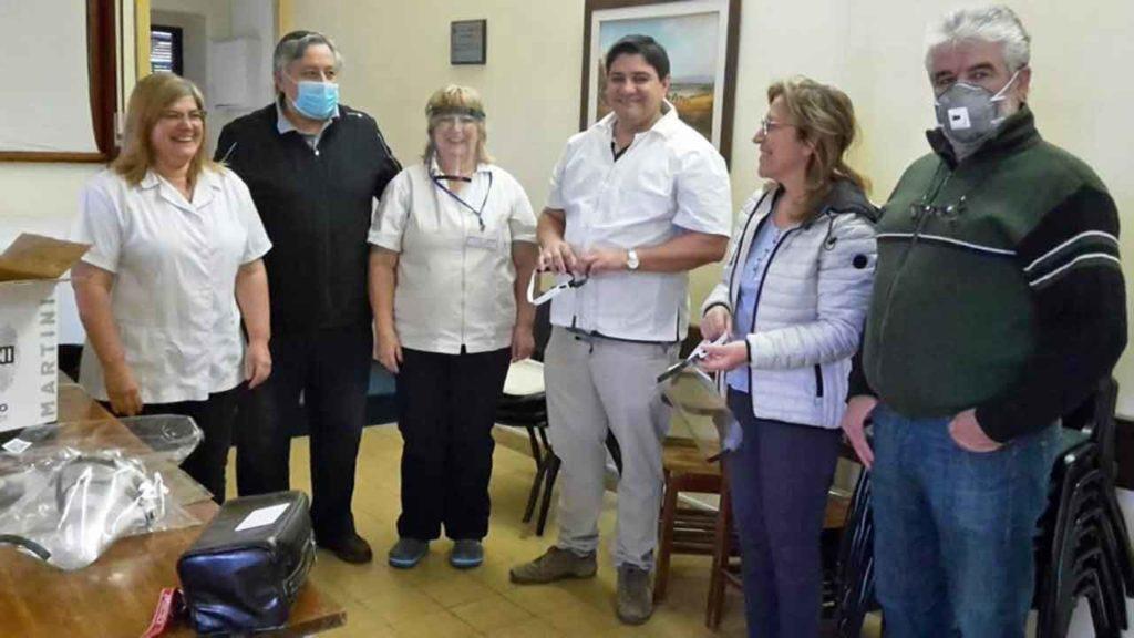 Directivos del Hogar Español de Mercedes donan suministros de protección médica al Hospital de dicha localidad.