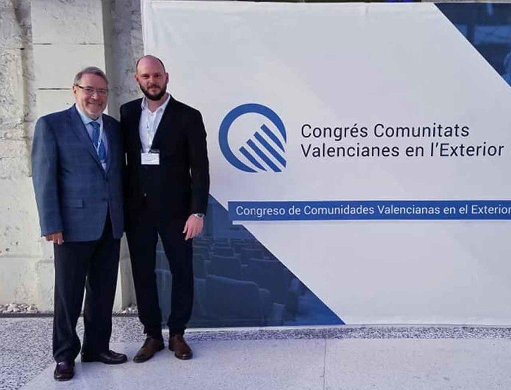 Lucas Sancho, derecha, con José Alberto Sanchís, representante de la Casa de Valencia en Washington.