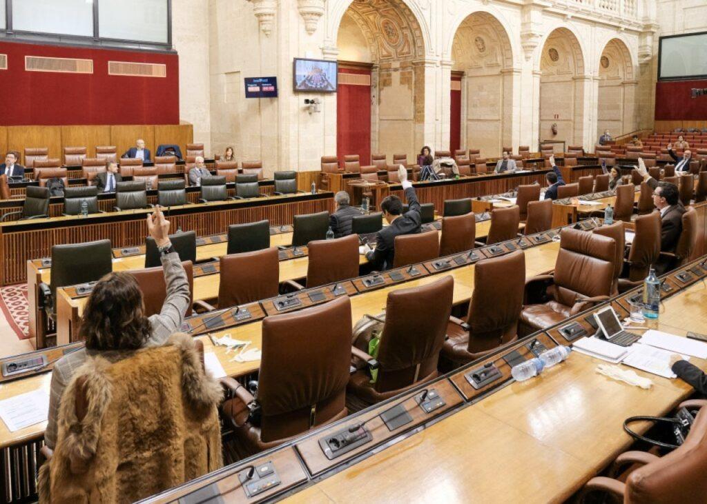 La Diputación Permanente del Parlamento andaluz durante una de las votaciones.