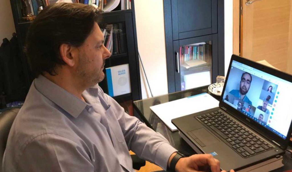 El secretario xeral da Emigración, Antonio Rodríguez Miranda, durante la videoconferencia con los representantes de las entidades gallegas.