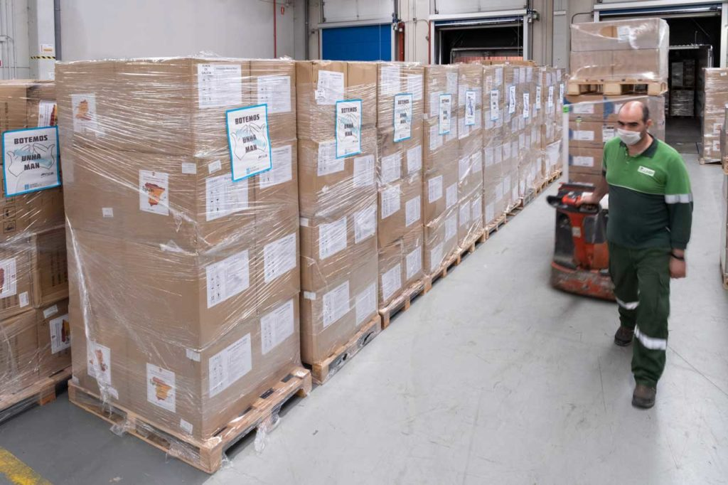 El material almacenado en la plataforma logística del Servizo Galego de Saúde, situada en Negreira.