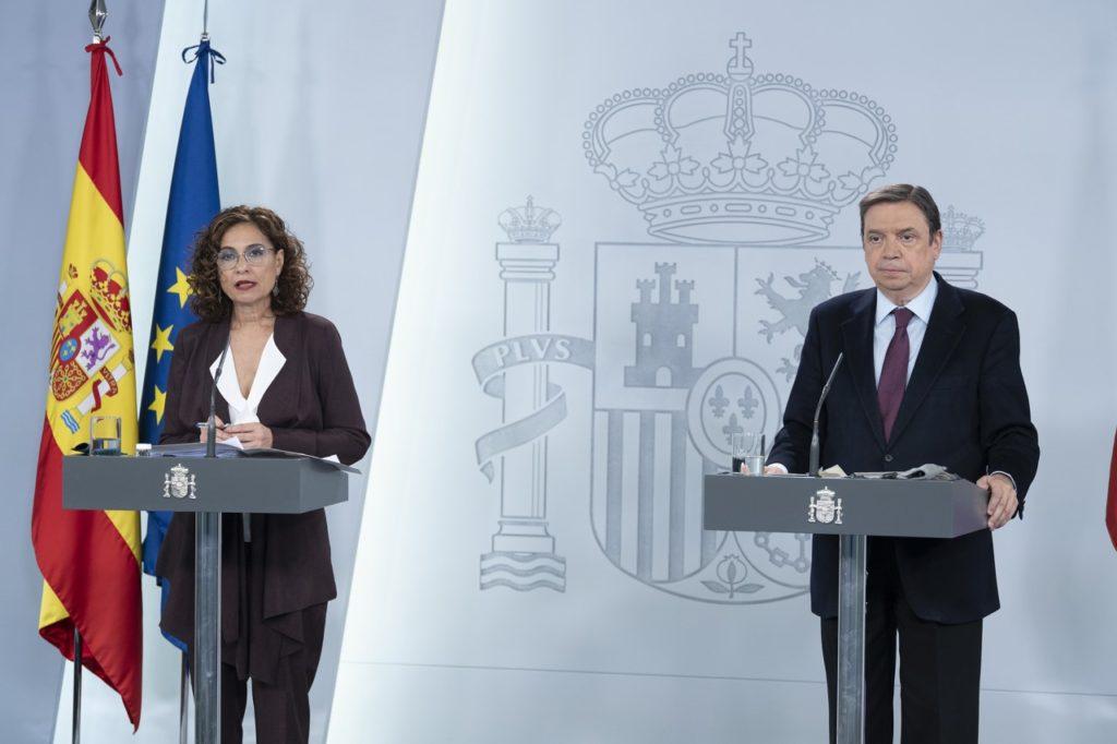 Los ministros María Jesús Montero y Luis Planas durante la rueda de prensa en la que informaron de los acuerdos del Consejo de Ministros.