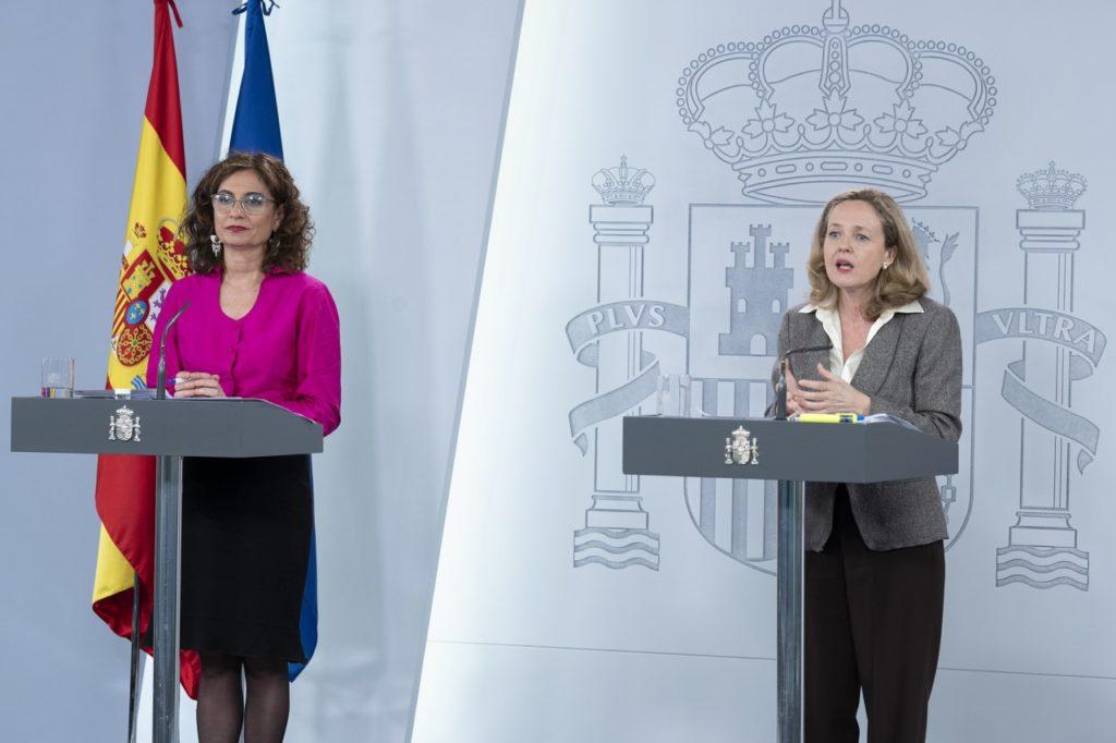 María Jesús Montero y Nadia Calviño durante la rueda de prensa telemática tras el Consejo de Ministros.