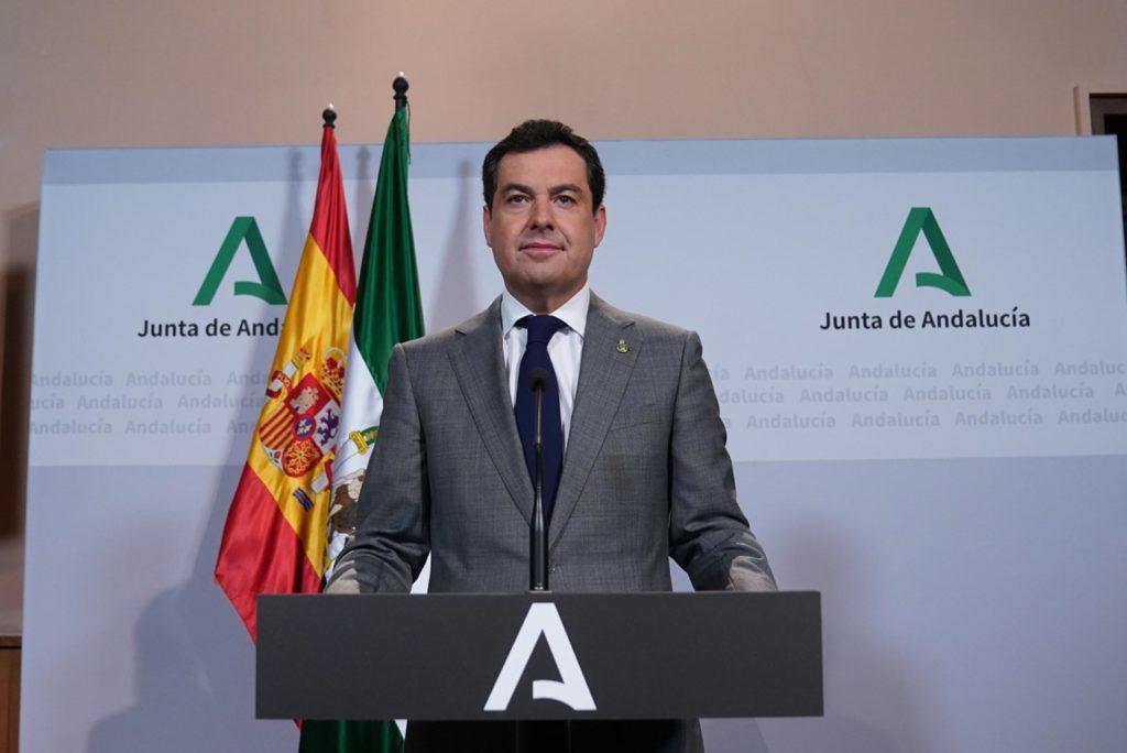 Juan Manuel Moreno durante su comparecencia telemática para informar de la videoconferencia de Pedro Sánchez con los presidenrtes autonóniicos.