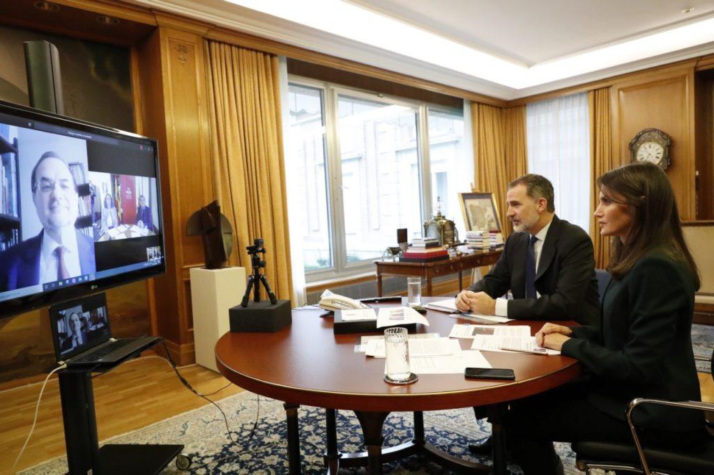 Los Reyes durante la videoconferencia con los directivos del Instituto Cervantes. Foto: Juanjo del Río /Instituto Cervantes.