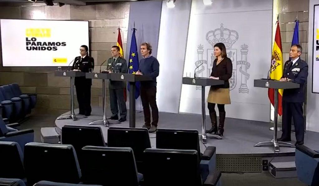 Fernando Simón (en el centro), con otras autoridades, durante la rueda de prensa de hoy sobre el coronavilrus.