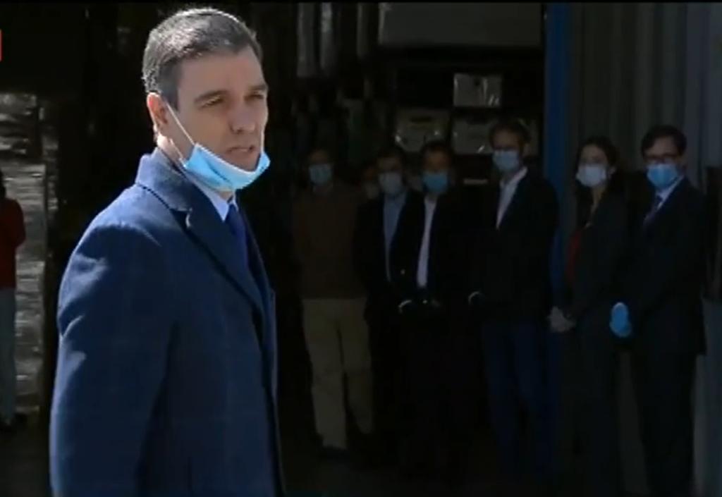 Pedro Sánchez a su llegada a la empresa Hersill, en Móstoles.
