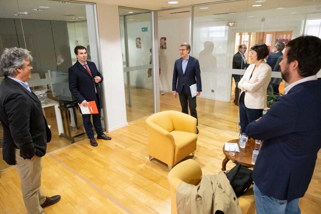 Pedro Puy, Gonzalo Caballero, Alberto Núñez Feijóo, Ana Pontón y Antón Gómez-Reino, departen antes de su reunión.