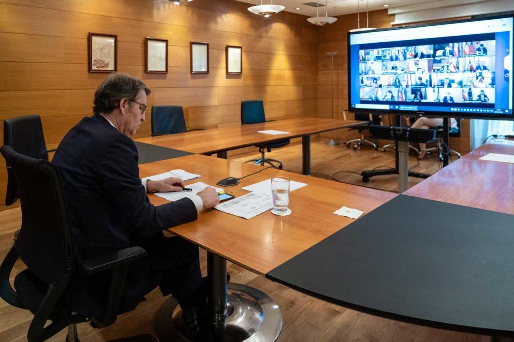 El presidente de la Xunta, Alberto Núñez Feijóo, durante la videoconferencia con el Gobierno central y con los otros presidentes autonómicos.