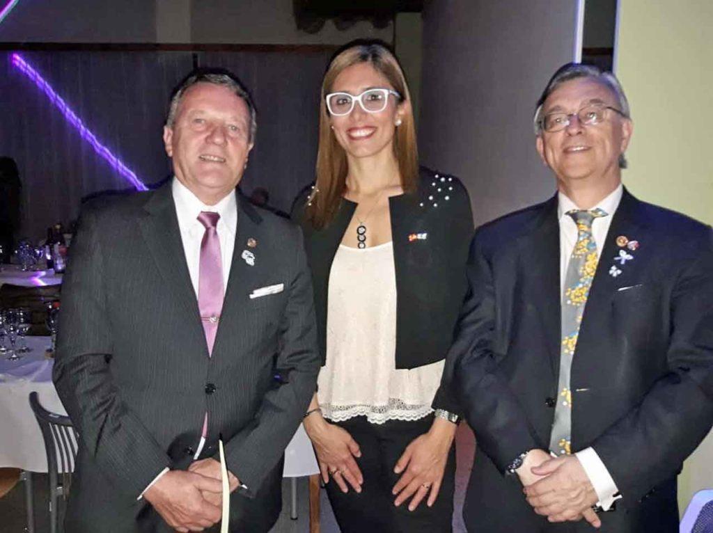 Andrea Tolosa en un encuentro con personalidades de la ciudad.