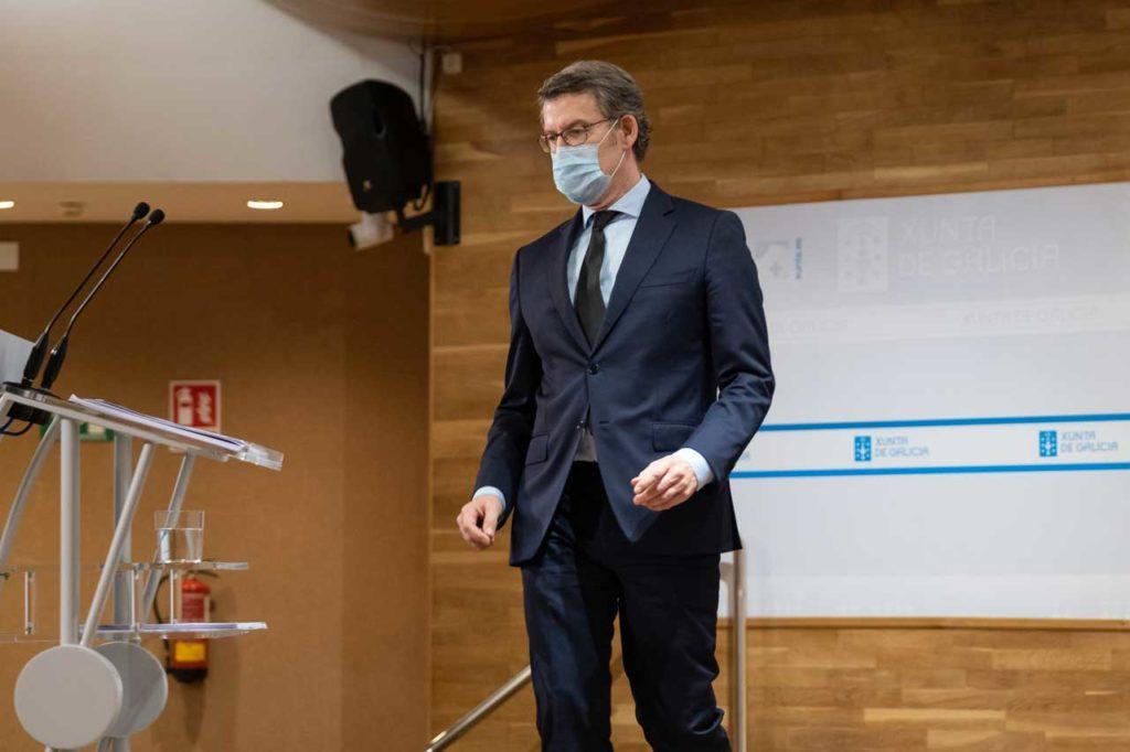 El presidente del Gobierno gallego, Alberto Núñez Feijóo, a su llegada a la rueda de prensa del Consello.