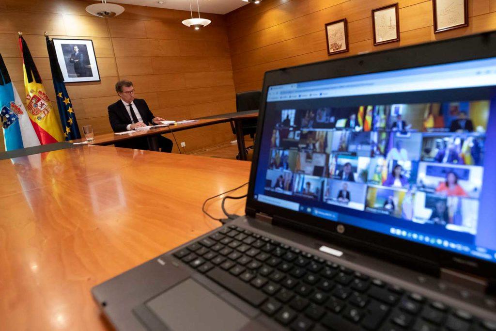 El titular del Gobierno gallego, Alberto Núñez Feijóo, durante la duodécima videoconferencia con el Gobierno central y los otros presidentes autonómicos.