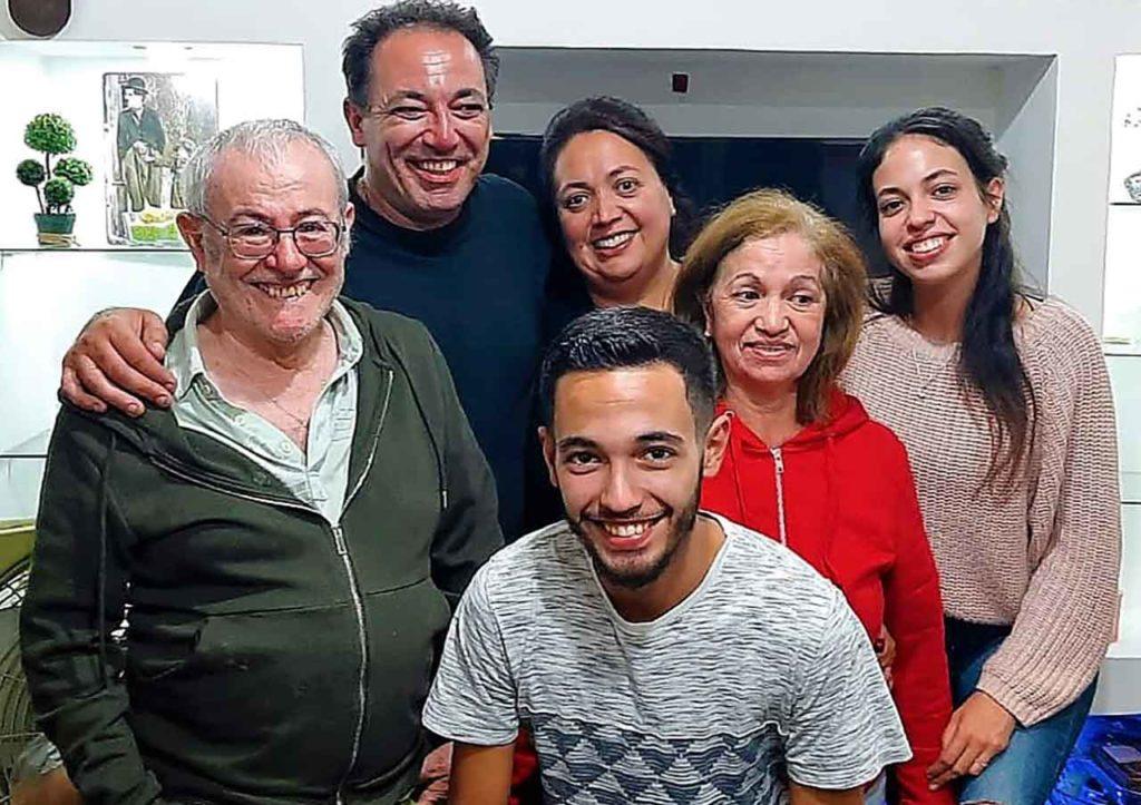 Patricia Pintos con sus hijos, esposo y sus padres que retornaron el 1 de junio.