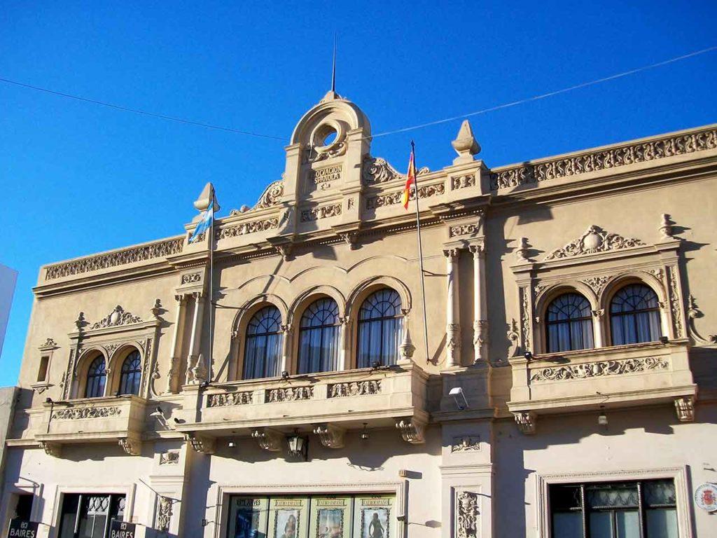 Exterior del Cine Teatro Español de Comodoro Rivadavia.