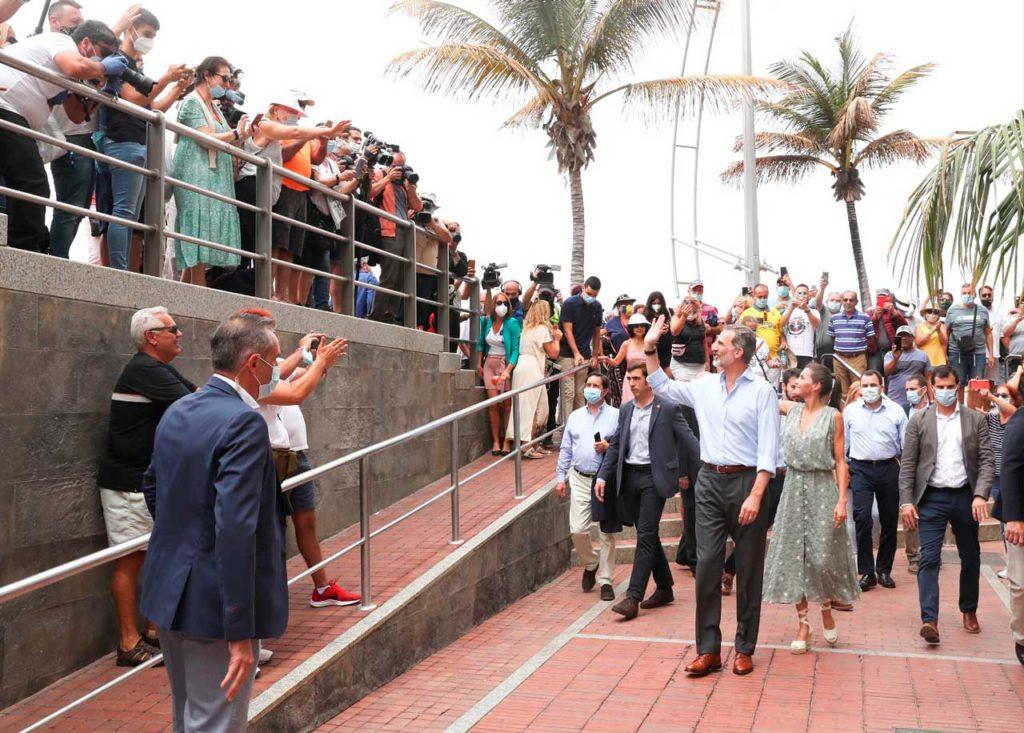 Los Reyes Felipe VI y doña Letizia comenzaron en Gran Canaria la gira.