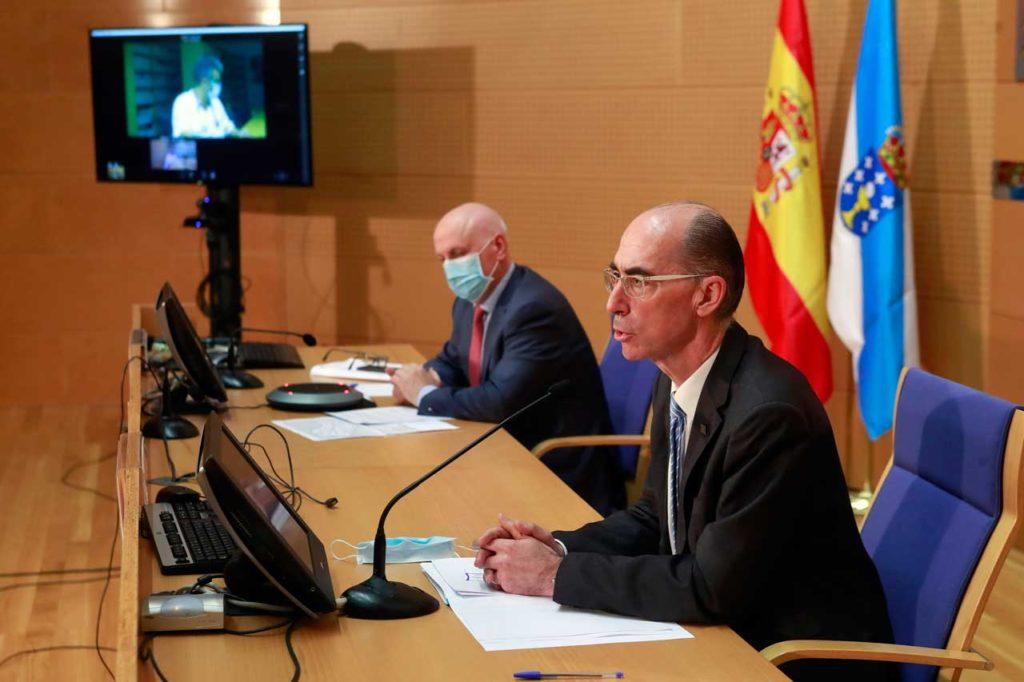 El conselleiro de Sanidade, Jesús Vázquez Almuiña, durante la rueda de prensa tras la reunión con expertos del Comité Clínico.