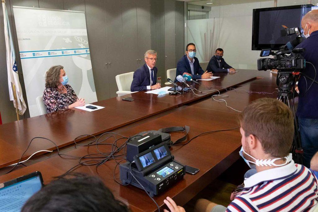 El vicepresidente de la Xunta en funciones, Alfonso Rueda, hizo balance de las elecciones en una rueda de prensa en la que estuvo acompañado por el equipo que colaboró en su organización.