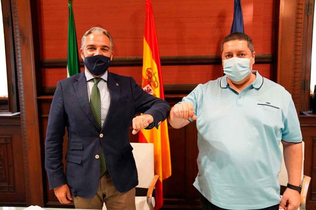 Elías Bendodo y Mario Alonso firmaron el convenio.