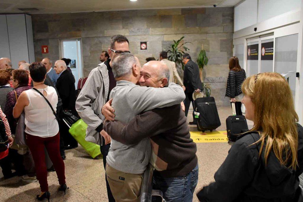 Imagen de archivo de emigrantes llegando a Galicia en uno de los programas de la Secretaría Xeral da Emigración.