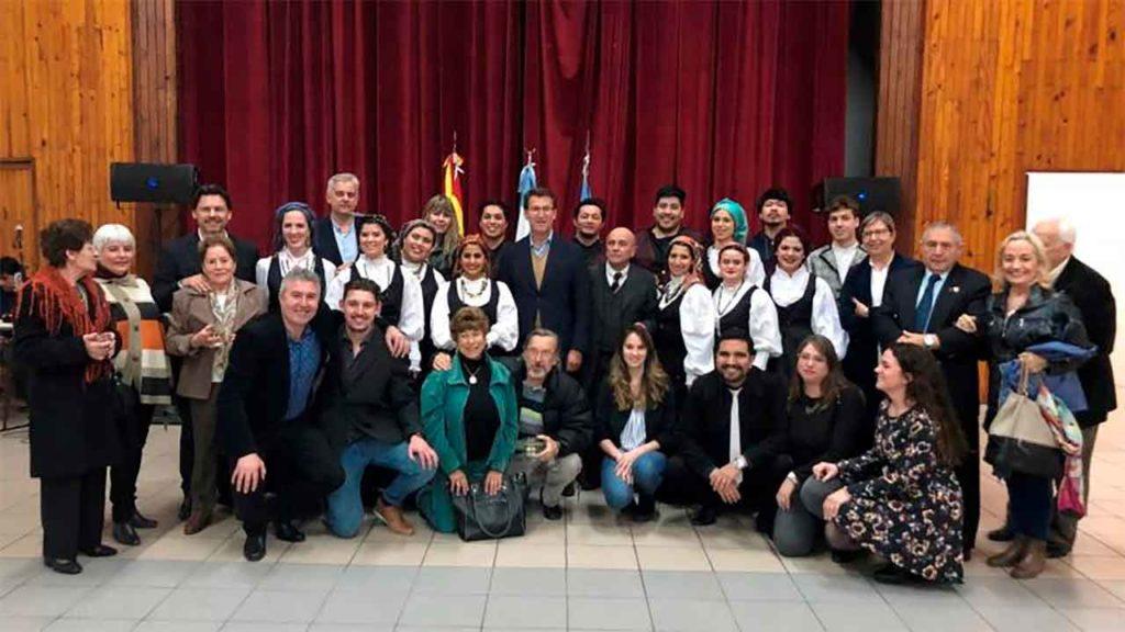Imagen de archivo de la visita del presidente de la Xunta al Centro Gallego de Comodoro Rivadavia el pasado mes de septiembre.